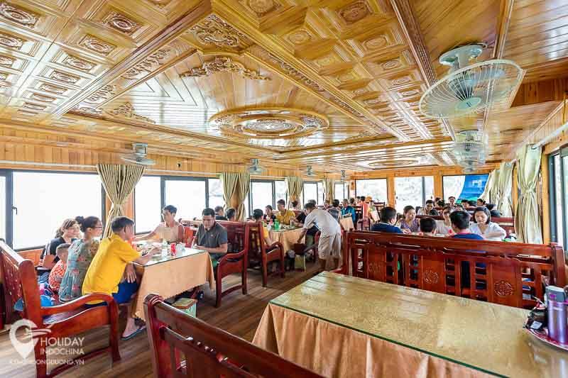du lịch cát bà, Thưởng thức đặc sản Cát Bà ngay trên du thuyền vịnh Lan Hạ