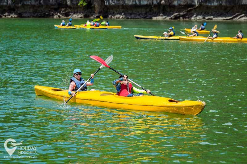 tour du lịch cát bà, Bơi và chèo kayak trên vịnh Lan Hạ